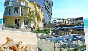 Почивка през Юни в Черноморец! Нощувка със закуска и басейн в хотел Литорал