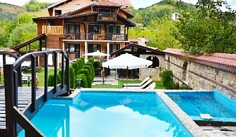 Почивка в Рибарица! Нощувка, закуска, обяд, вечеря + басейн от Семеен хотел Къщата***
