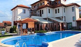 Почивка в Родопите! Нощувка със закуска + външен басейн и джакузи от Комплекс Флора