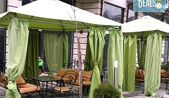 Почивка в Сандански в Семеен хотел Сантана, април/ май! 1 нощувка в помещение по избор - единична, двойна  стая, студио или апартамент