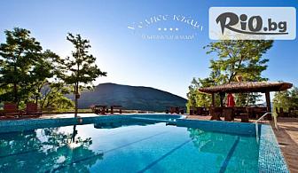 Почивка в сърцето на Родопите! Нощувка със закуска и вечеря + външен басейн, чадър, шезлонг и ползване на спортна зала, от Уелнес къща Планински изглед 3*
