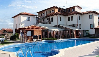 Почивка в сърцето на Родопите през Юни. Нощувка със закуска + открит басейн и джакузи в Комплекс Флора, с. Паталеница.