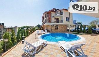 Почивка в Созопол през Август! Нощувка в апартамент за до ШЕСТИМА + басейн, шезлонг и чадър, от Хотел Созопол Пърлс 3*