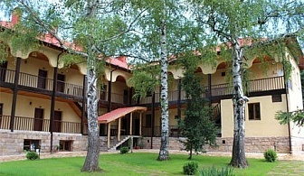 Почивка в Стара Планина! Нощувка със закуска или закуска и  вечеря в комплекс Под Чардака до Лопушански манастир