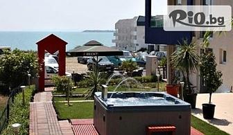 Почивка в Свети Влас! Нощувка за ДВАМА, ТРИМА или ЧЕТИРИМА + външен басейн, джакузи, шезлонг и чадър, от Биляна Сън Хоумс на 100 метра от плажа