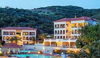Почивка на Урануполи в Хотел THEOXENIA 4* за ЕДНА нощувка на човек със закуска и вечеря, безплатен чадър и шезлонг на плажа, открит басейн и паркинг / 27 Май до 04 Юни 2019 г