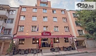 Почивка във Варна до средата на Декември! Нощувка в Хотел Виктория 3*
