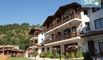 Почивка за Великден в хотел Петрелийски в село Огняново! 3 или 4 нощувки със закуски и вечери, ползване на минерален басейн, сауна и парна баня