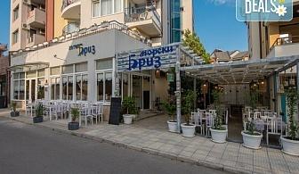 Почивка от юли до септември в Созопол на топ цена! Нощувка със закуска на човек в хотел Бриз 3*, безплатно за дете до 2.99г.