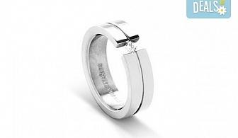 Подарете с любов - елегантен женски пръстен, изработен от титан!
