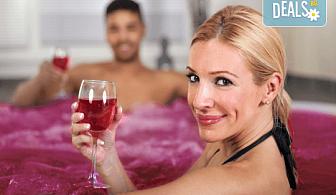 Подарете вино и любов за двама! Релаксиращ масаж с масло от червено грозде, маска за лице, вино и вана от Senses Massage & Recreation!