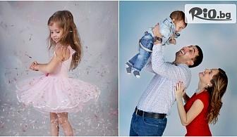 Подари си мили спомени! Професионална детска или семейна фотосесия в студио с декори, аксесоари, обработени кадри + всички заснети, от Mimi Nikolova Photography