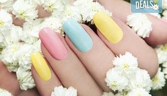Поставяне на UV/ LED гел върху естествен нокът, маникюр с гел лак и 2 декорации в салон за красота Blush Beauty!