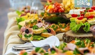 """Празничен сет """"Коледно парти"""" - 250 броя солени хапки с прошуто, шунка, маслинова паста и сладки хапки от кулинарна работилница Деличи!"""
