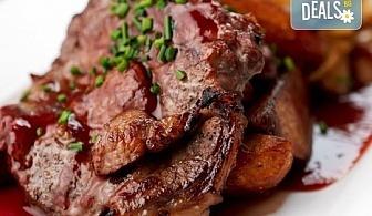 Празнично, за адет! Традиционно агнешко печено с картофи и букет от ароматни пресни подправки около 1000 гр. от Деличи