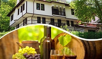 Празник на виното в Мелник! Две нощувки със закуски + празнична вечеря за ДВАМА с жива музика от хотел Речен Рай