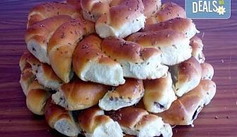 За празник! Вземете един или два килограма домашни козуначени кифлички с шоколад или мармалад от Работилница за вкусотии Рави