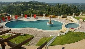 През Август или Септември  в Akritas Ef Zin Villas 4* - Халкидки, Касандра за една нощувка на човек с открит басейн и безплатен паркинг / 25 Август до 15 Септември 2018 г.