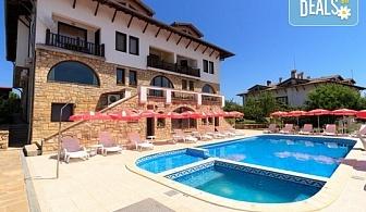 През август и септември в  Хотел Винпалас, Арбанаси! Нощувка със закуска и вечеря, ползване на релакс зона, външен басейн, безплатно за деца до 3.99 г.