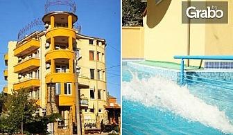 През Август и Септември в Равда! Нощувка със закуски - без или със вечеря, плюс басейн - на 250м от плажа