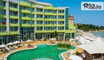 През Май и Септември на първа линия на плажа в Несебър! Нощувка на база Ultra All Inclusive + басейни, шезлонг и чадър, от Хотел МПМ Арсена 4*