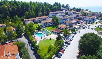 През Септември в Гърция! 3 нощувки със закуски и вечери + басейн, шезлонг и чадър в Хотел Jenny 3*, Сивири, Халкидики! Безплатно за две деца до 16г.!