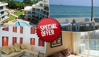 През юни и юли в хотел Аквамарин,  Обзор - на 100 м. от плажа! Нощувка на човек със закуска, обяд и вечеря  + басейн, чадър и шезлонг на плажа. Първо дете до 12 години - Безплатно!