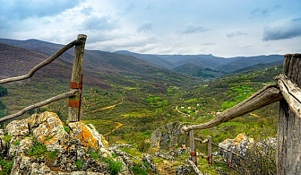 Приключения по мостчетата и по екопътека 'Ждрелото на река Ерма' + посещение на манастир Света Петка на 1 Май с Еволюшън Травел!
