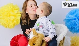 Професионална семейна фотосесия в студио с декори с неограничен брой обработени кадри, от Pandzherov Photography