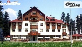 Прохладна лятна почивка в Боровец! Нощувка със закуска и вечеря + вътрешен басейн и Wellness център, от Хотел Ледени ангели 4*
