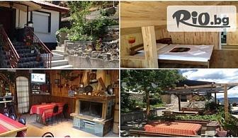 Прохладна почивка в Родопите до края на Септември! Нощувка + родопска закуска и вечеря, от Къща за гости Венци