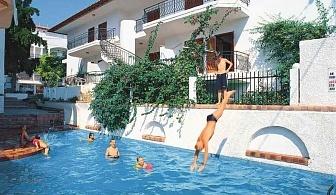 На пясъчен плаж в Гърция за една нощувка и закуска в хотел Across Potidea Golden Beach с външен басейн, градина, библиотека и фитнес / 24.05.2019 - 13.06.2017