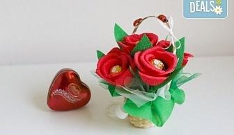 """Ръчно изработена и аранжирана подаръчна кошница """"Калинка"""" с цветя и 5 луксозни бонбона от Онлайн магазин за подаръци Банана!"""