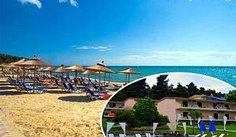 Ранни записвания за море 2017 в Гърция на 100м от плажа. 3 нощувки, 3 закуски, 3 вечери + басейн в хотел Jenny, Халкидики. Две деца до 16г - безплатно