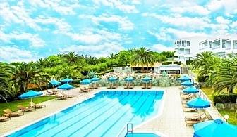 Ранни записвания за море в Халкидики! 5 нощувки на човек на база All inclusive + басейн в хотел Порт Марина