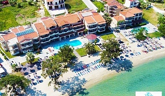 Ранни записвания за море на 1-ва линия на о. Тасос! Нощувка на човек в делукс стая със закуска и вечеря + частен плаж и басейн от хотел Rachoni Bay Resort