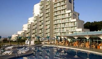 Ранни записвания за почивка на първа линия в  хотел Боряна*** Албена! Нощувка на база All inclusive + чадър и шезлонг на плажа и басейна!!!