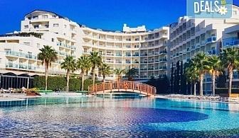 Ранни записвания за почивка в Sea Light Resort Hotel 5*, Кушадасъ, Турция! 5 нощувки на база 24 ч. Ultra All Inclusive, безплатно за дете до 13 г., възможност за транспорт!