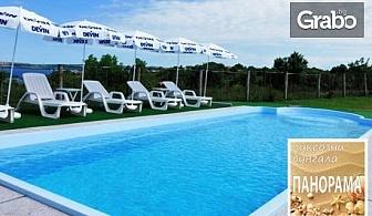 Ранно лято в Черноморец! 2 нощувки със закуски и вечери в бунгало - на 200м от плажа