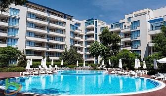 Ранно лято на ПЪРВА ЛИНИЯ в Слънчев Бряг. 2 или 3 нощувки за двама или четирима + басейн в Апартхотел Екселсиор.