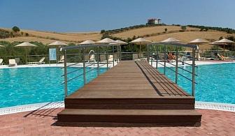 В разгара на лятото в Халкидики, Урануполи за ЕДНА нощувка на човек със закуска и вечеря, чадъри и шезлонги на плажа и край басейна и безплатен паркинг /11 Юли до 25 Август 2018 год.
