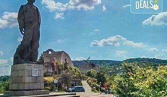 Разходете се с екскурзия за 1 ден през есента до Ловеч, Деветашката пещера и красивите Крушунски водопади - транспорт и екскурзовод от Еко Тур