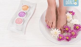 Рефлексотерапия на стъпала и длани, съчетана с ваничка със специални морски соли на Black Sea Stars, в Студио за здраве и красота Оренда!