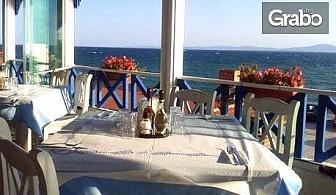Релакс за двама в Поморие! Нощувка - без или със закуска, на самия морски бряг