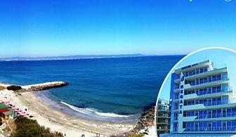 Релакс в Поморие! Нощувка със закуска или нощувка, закуска и вечеря в хотел Регата***, на брега на морето. Очакваме Ви и за Великден!