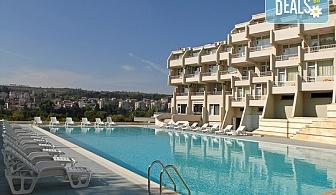 Релакс през лятото в хотел Панорама 3*, Сандански! 1 нощувка със закуска и ваучер за вечеря, ползване на открит минерален басейн, безплатно за дете до 4г.!