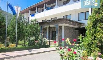Релакс в СПА хотел Виктория, Брацигово! 1 нощувка със закуска и вечеря и ползване на басейн, безплатно за деца до 6 години!