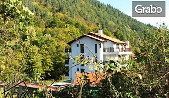 Релакс в Троянския балкан - село Чифлик! 1 или 2 нощувки със закуски и вечери за двама