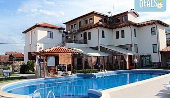 Релаксирайте през август и септември в Еко комплекс Флора 2*, с. Паталеница! Нощувка със закуска, ползване външен басейн и джакузи, безплатно настаняване на дете до 4.99г.