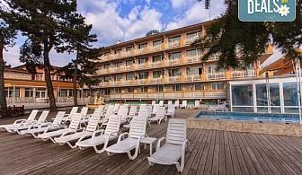 Релаксирайте през делничните дни в Балнеохотел Аура 3* във Велинград! Нощувка със закуска и вечеря, ползване на външен и вътрешен минерален басейн, джакузи, сауна и парна баня, безплатно за дете до 3.99г.!